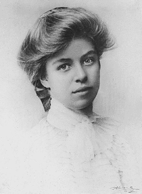 https://commons.wikimedia.org/wiki/File:Eleanor_Roosevelt_in_school_portrait.gif